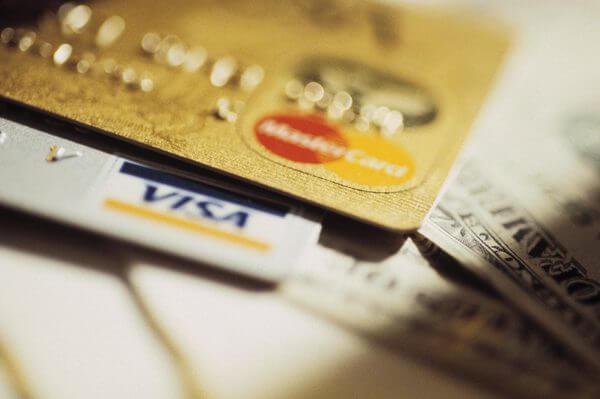 ηλεκτρονικες-συναλλαγες-πλαστικο χρημα